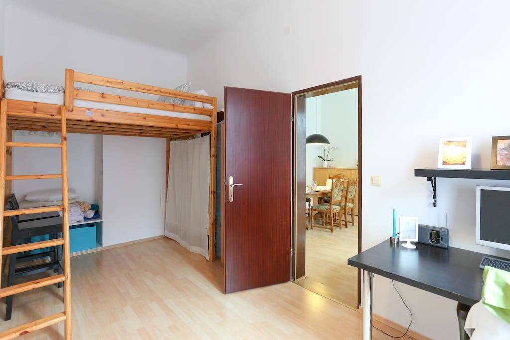 bedroom 2 with double bed, and computer with WLAN for your free use