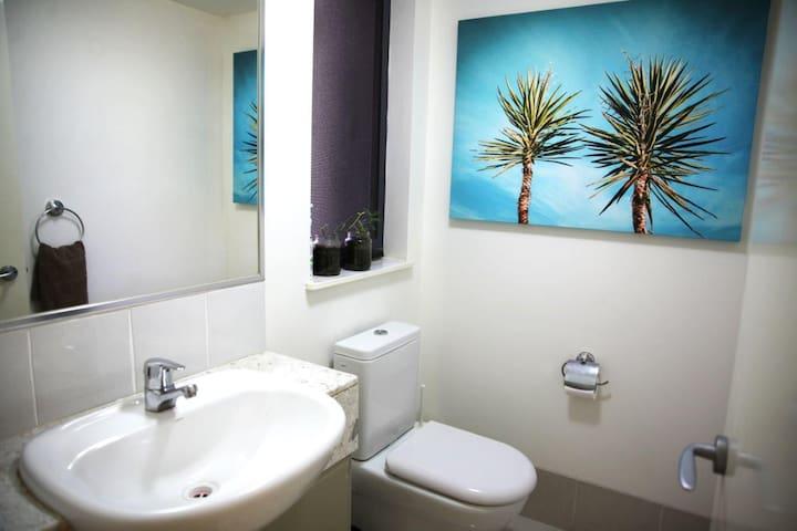 Stunning Oceanfront Apartment - Moffat Beach - Moffat Beach - Apartment