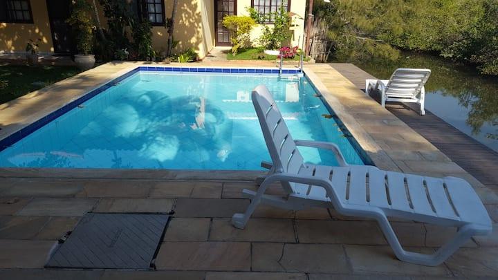 Casa em condomínio de 2 quartos com piscina