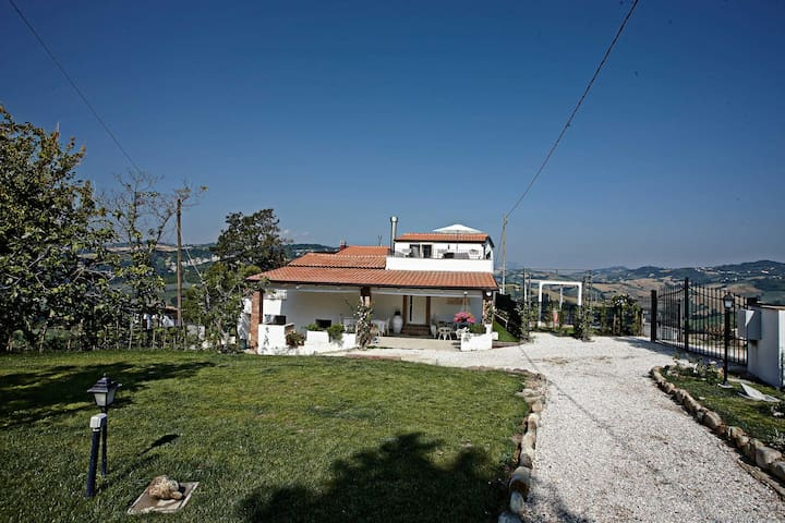 B&b Villa Tamara - ideale per coppie - Montefiore Conca - Bed & Breakfast