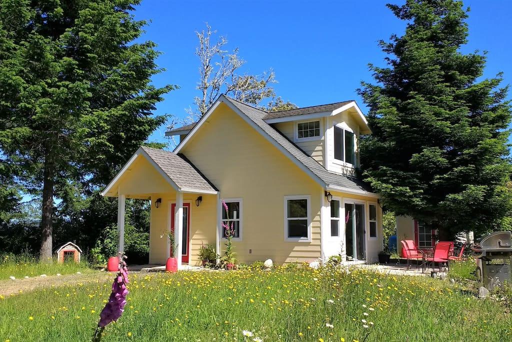 Cottage de amor stunning ocean mountain views for Cabin rentals brookings oregon