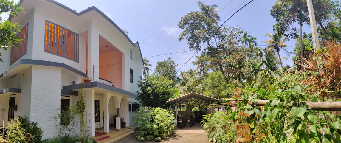 House with farm and co-working space nearby beach