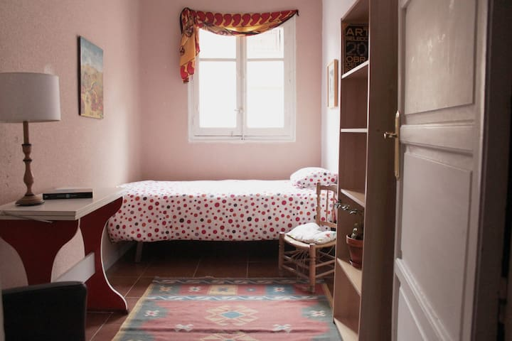 Room in La Latina (Embajadores-Lavapiés)