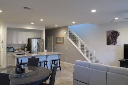 Best Airbnb in Chino Pomona Claremont Ontario 說中文
