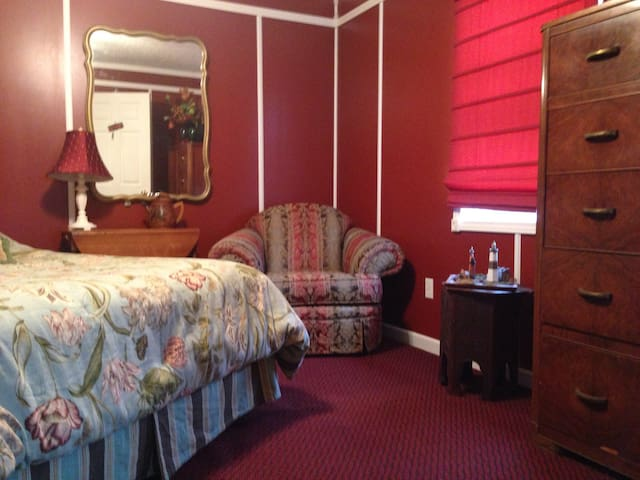fire suite/honeymoon suite - Monticello