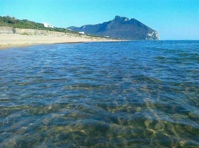 Mansarda con bagno vicino al mare