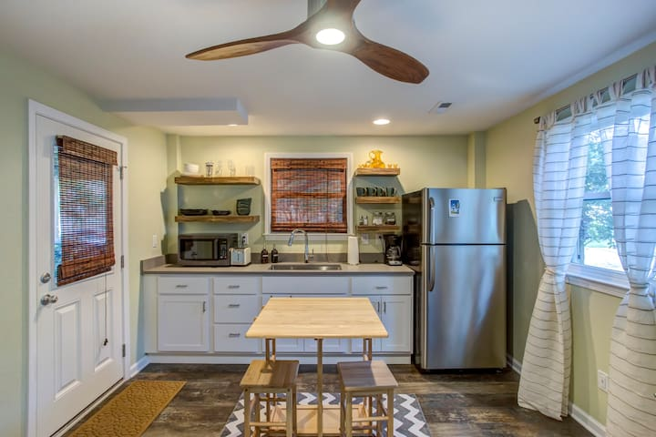 kitchenette includes full fridge, instant pot, convection microwave, hot plate, all serving ware, and the miscellaneous odds and ends to get you through a week on the beach