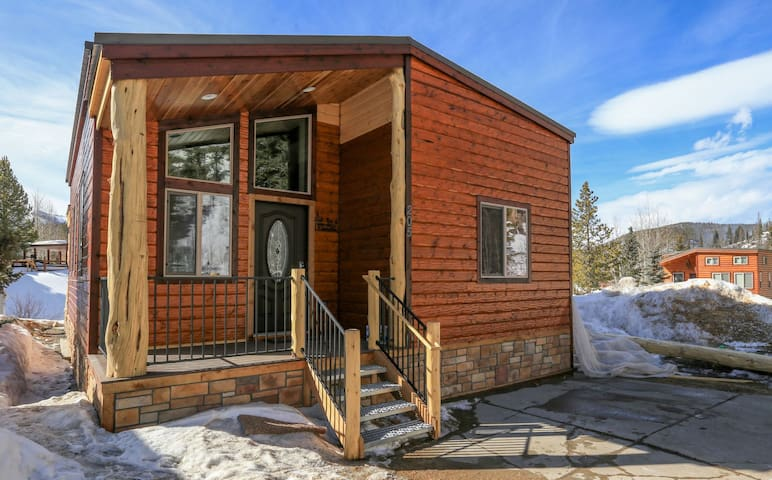 Newly built cabin style home with modern amenities