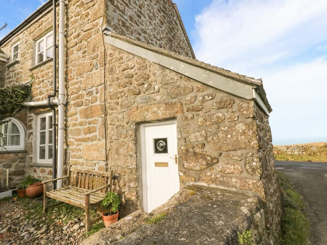 TREVOWHAN HOUSE, pet friendly, with open fire in Morvah, Ref 938753