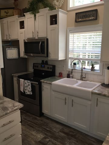 Double sink and full size stove and refrigerator. Has a microwave and washer and dryer.