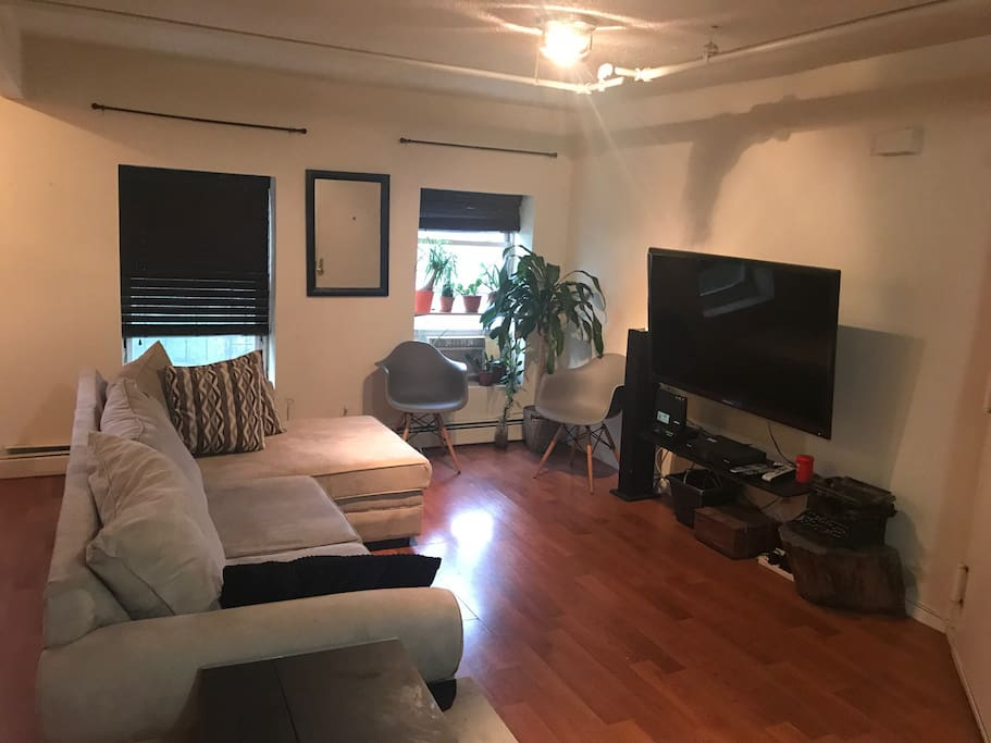 Spacious And Warm 2 Bedroom Apartment Apartments For Rent In Brooklyn New York United States