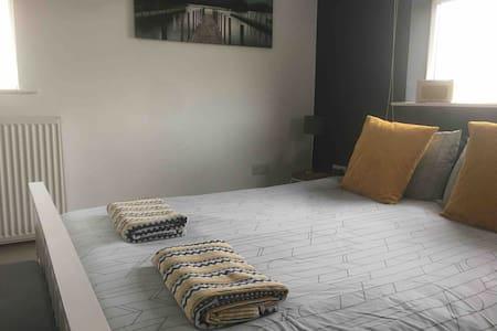 Central location En-suite studio-D
