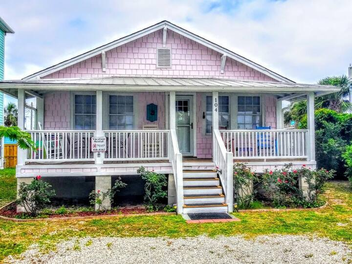 PINK PEARL - Coastal Inspired Updated Cottage Short Walk to Beach