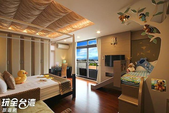巴里島親子三人房(台灣知名的溜滑梯親子民宿-宜人生活) - Dongshan Township - Haus