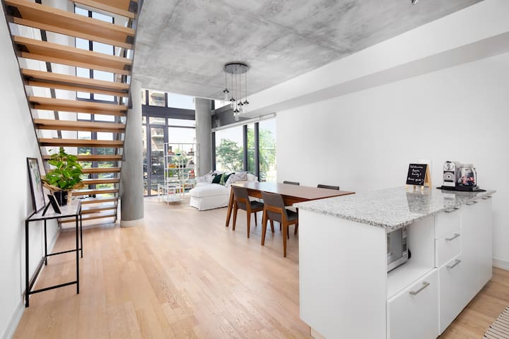 ⚡ One of a Kind 2-Story Loft, Heart of King West ⚡