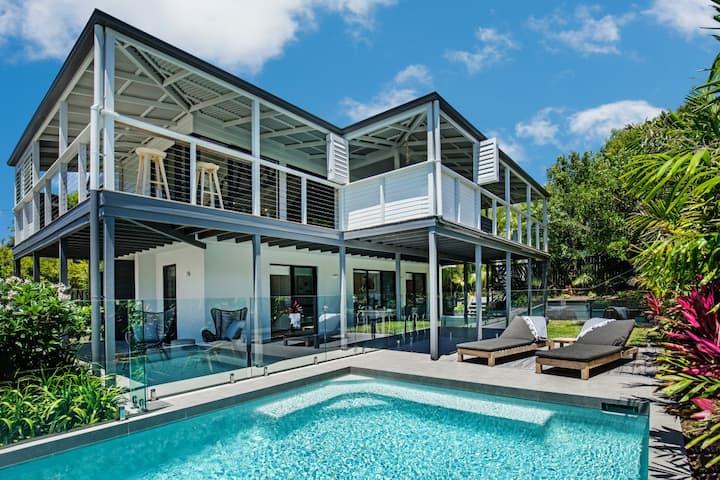★Sunshine Beach house ★ 4bd Pool 5 min walk beach