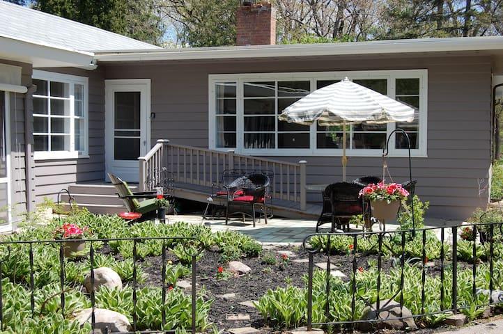 Entire House near Geneva Lake - Williams Bay - Talo