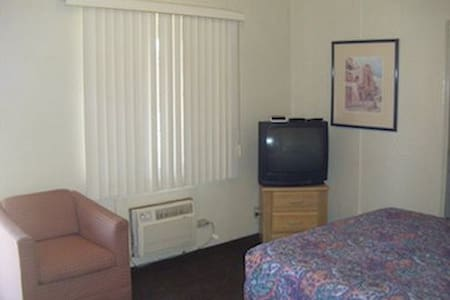 Entire Home/Apt Extended Stay Motel - Tucson - Apartment