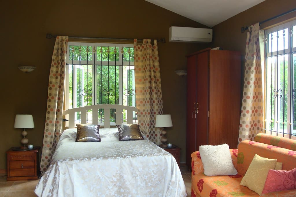 Comfortable double room with aircon and free wi-fi