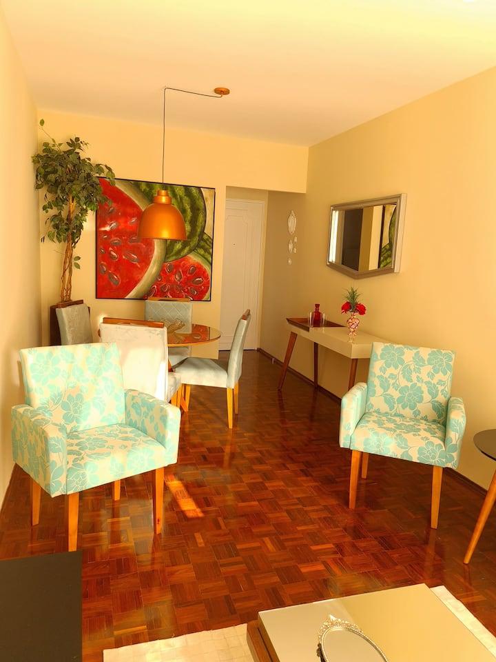 Apartamento mobiliado, confortável no centro