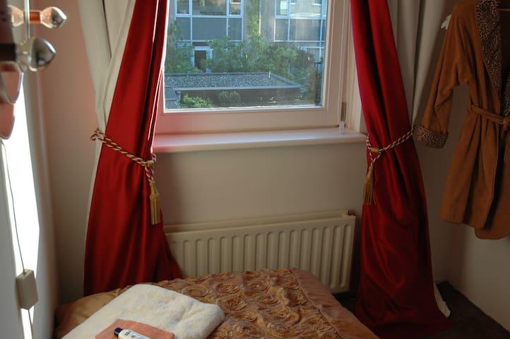 Cosy room: breakfast+P+WiFi - Rijswijk - Talo