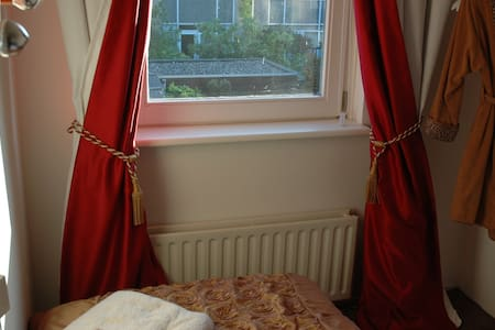 Cosy room: breakfast+P+WiFi - Rijswijk - House