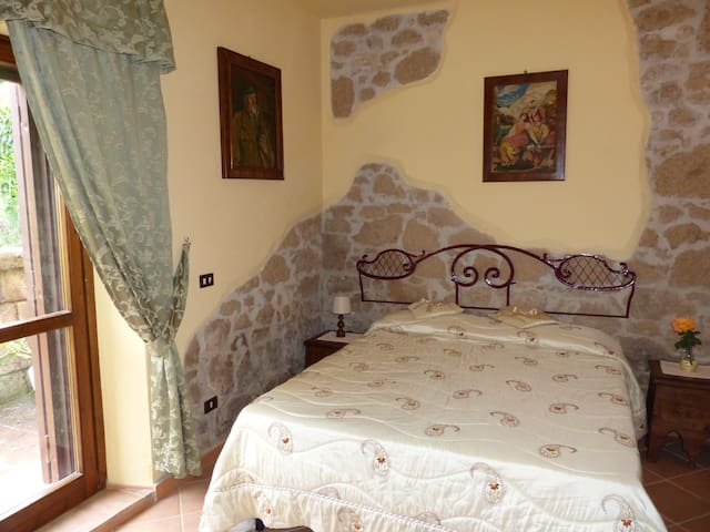 Sunflower Bedroom near rome B & B - Otricoli - Penzion (B&B)