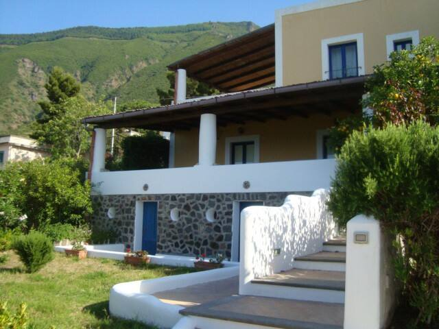 Villa Mary in Salina - Malfa(Eolie)