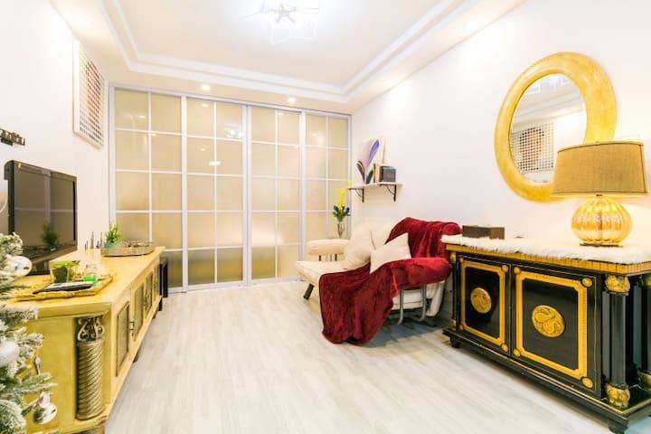 上海静安寺华山医院历史保护老房异域老家俱,无清洁费无其它费用可寄存行李