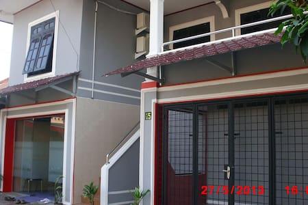 Hasan Basri 15 cottage - Medan