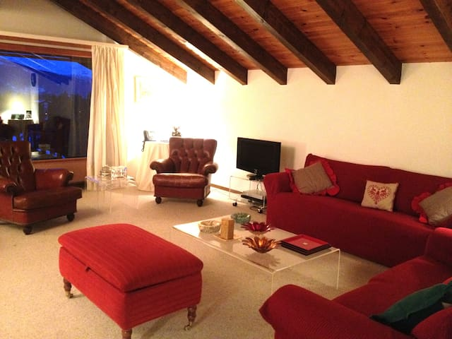 Lovely Chalet in Crans Montana-3BR - Montana - Apartment