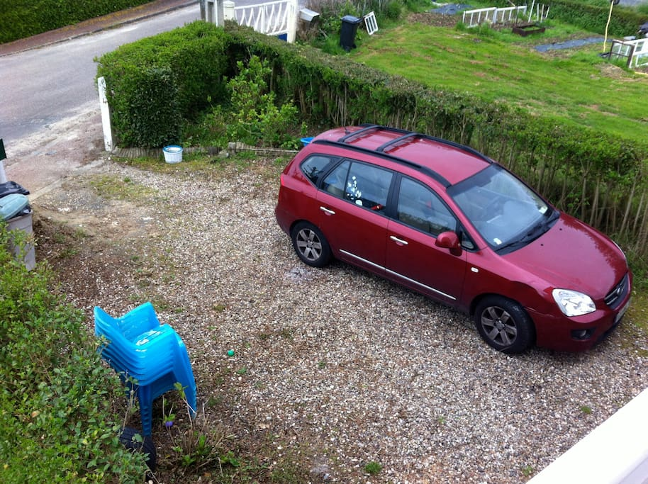 In front of the house, the first yard for two or three cars, there is a portal now