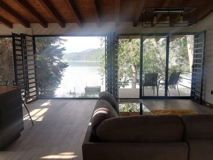 Zirahuen, cabaña moderna junto al lago