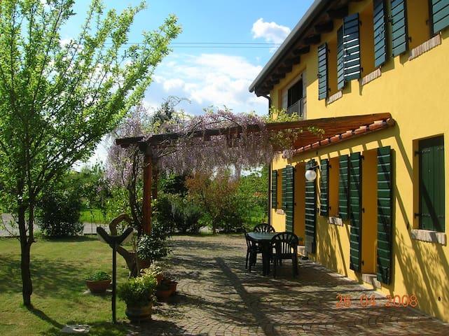 """Alle Rondini 1""- Country House - เวนิซ - ที่พักพร้อมอาหารเช้า"