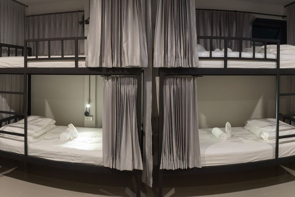 bulk single bed in mix dormitory room