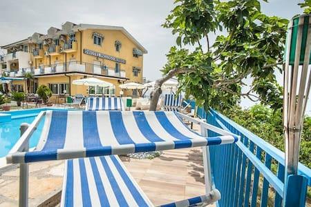 Piccolo Mondo Oasi del mediterraneo , Hotel , B&B - Acquappesa - Pousada