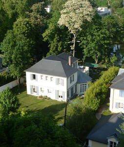 Separate bedroom ground garden - Rueil-Malmaison