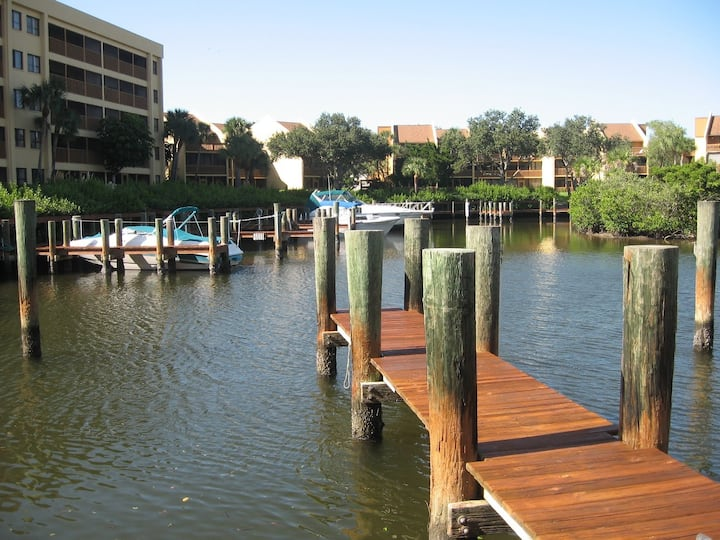 Siesta Bayside: Living on the Water