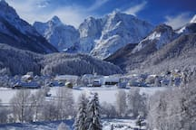 A summer and winter tourist resort in northwestern Slovenia near the borders with Austria and Italy, Kranjska Gora touches Triglav National Park to the south.