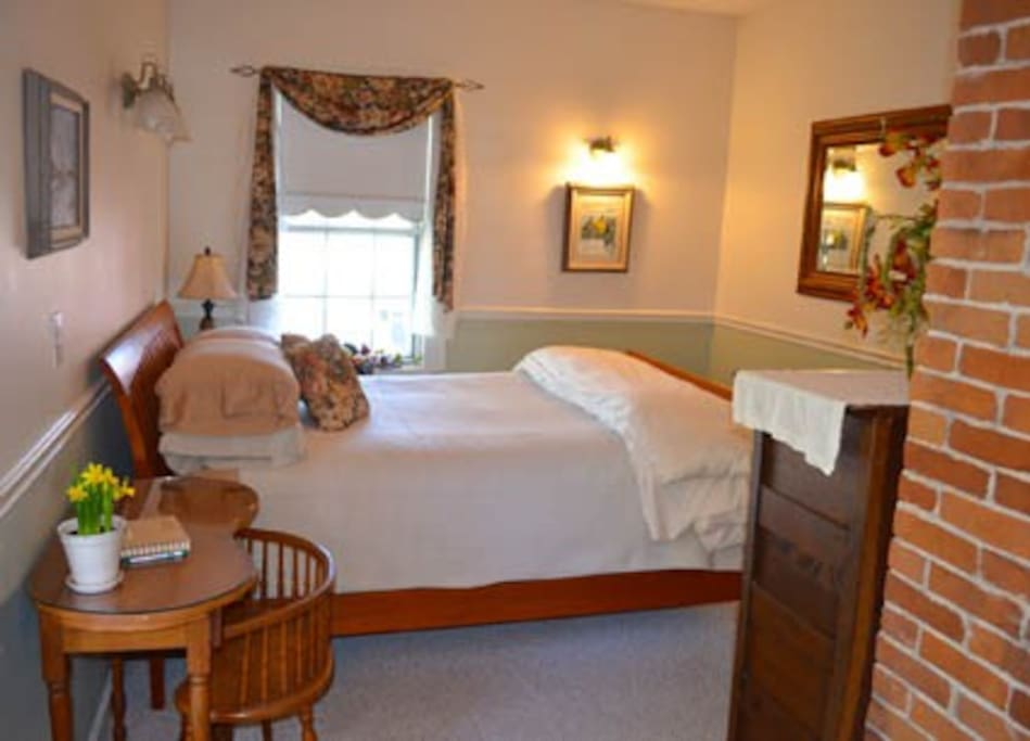 The Tall Chimney Room.........this room has a 2-person Jacuzzi!