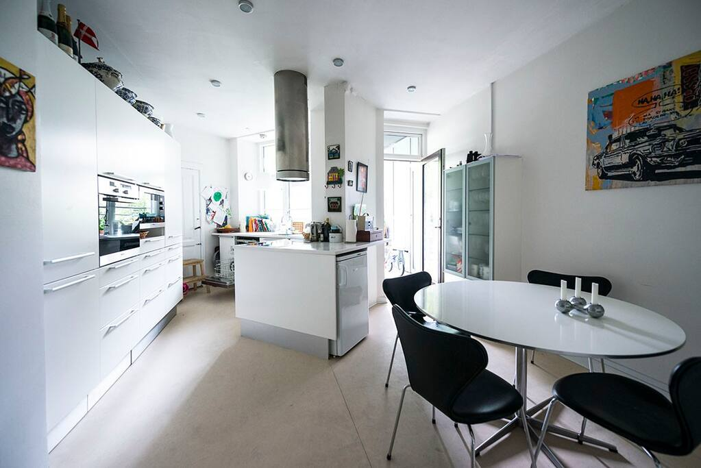 Large bright kitchen with access to the balcony. Dining table with seating for at least 6 people. Modern kitchen with induction hob, dishwasher, microwave, oven and all other necessary kitchen utensils.