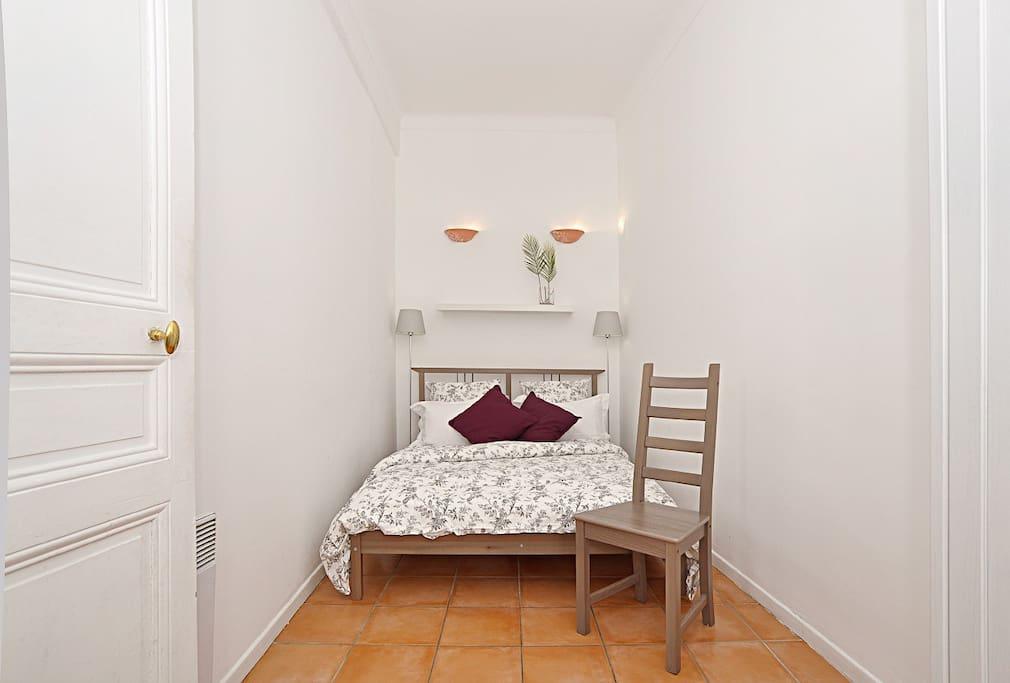 Very quiet bedroom, double bed, dressing.