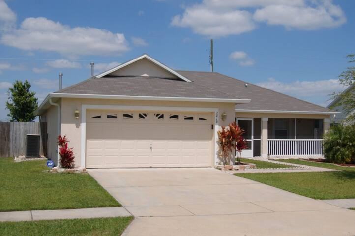 Pet Friendly 3 Bedroom Villa With Full Fenced Yard - Kissimmee - Villa