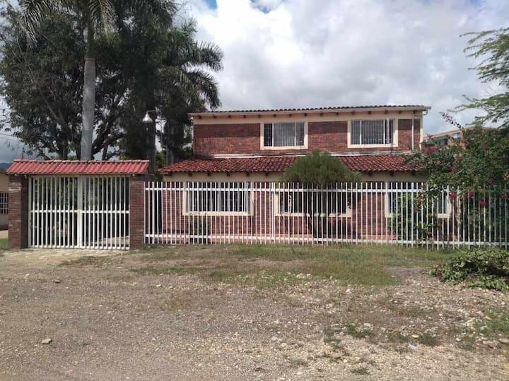 Casa de descanso con piscina  en Tocaima