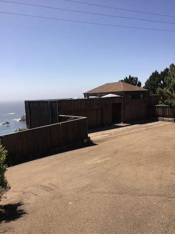 Spacious home w/spectacular views of the Pacific
