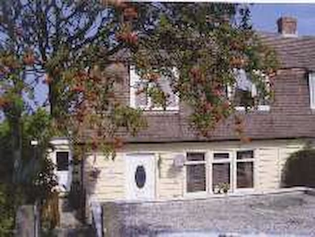 Semi detached house with parking - Padstow - Huis