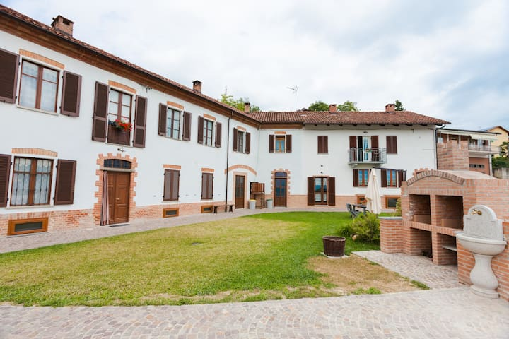 The Grape: holiday apartment - Cossombrato - Apartament
