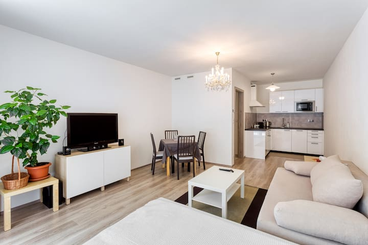 BRAND NEW apartment for 4 with parking & terrace