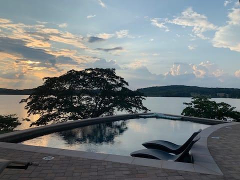 Luxurious Lake House on Scenic Claytor Lake