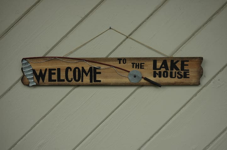 Cozy lake house awaits you!